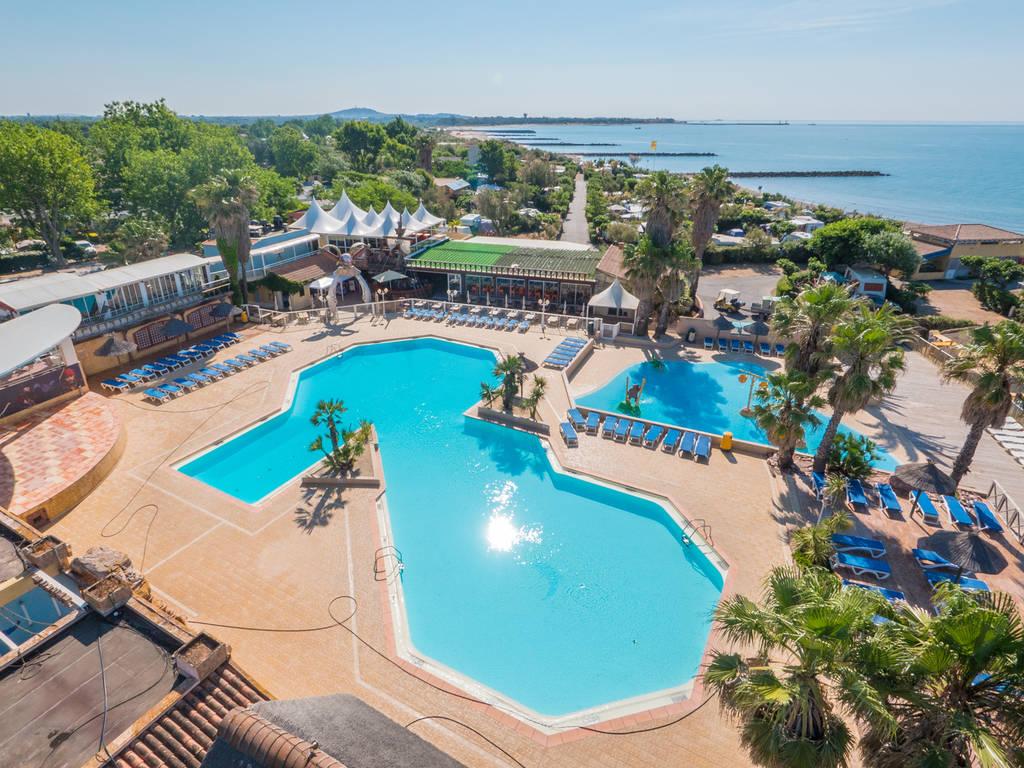 Camping Le Club Farret Yelloh Village à Vias Plage - Camping 5 etoiles avec piscine couverte